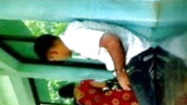 అపార ముఖం మీద తెలుగు సెక్స్ కమింగ్ సహితమైన పెద్ద సమూహం