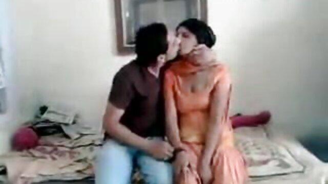 ఒక కవర్ స్కూల్ వద్ద ఒక విద్యార్థి తెలుగు సెక్స్వీడియో అదనపు డబ్బు కోసం అపార్ట్ ఒకటి శోధించిన