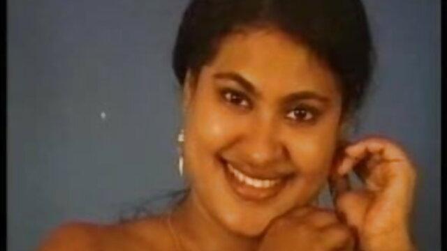 అందమైన అద్దాలు తో ఇంట్లో శృంగార తెలుగు సెక్స్ వీడియోస్ డాట్ కాం