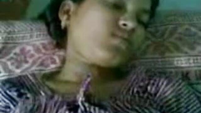 ఆమె ఆయిల్ విధించిన ఆమె తెలుగు సెక్స్ విడోస్ కం దూడ మరియు moistened ఆమె పూకు
