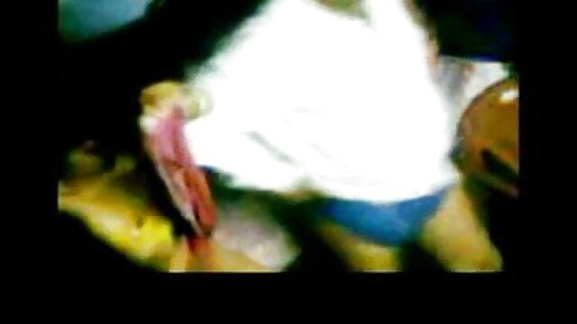 ఒక అమ్మాయి ఆమె అపార్ట్మెంట్ వీధి నుండి లాగారు మరియు మూడు ప్రజలు తెలుగు సెక్స్ బొమ్మలు కలిగి ఉంది